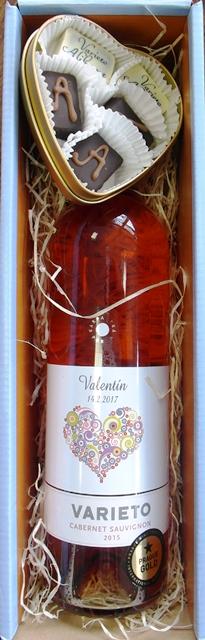 Darčekový set VALENTÍN Ružové víno Pralinky v obale