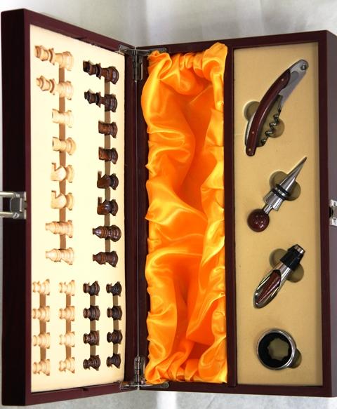 Krabica Obal Kazeta 1 fľaša víno drevená šach someliér sada 4 ks